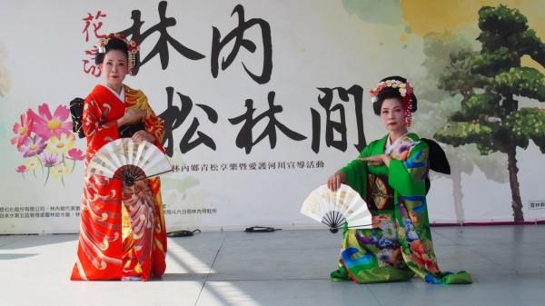 紫流舞踊師範演出日本舞踊,為活動增添異國風。(林內公所提供)