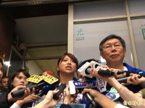 藍綠兩黨大咖夾擊,柯文哲表示,大家排排站對台灣政治沒有正面發展。(記者蕭婷方攝)