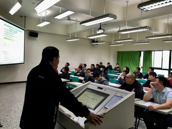 桃捷公司今年首度招募人才,錄取率僅2.92%,在開南大學舉行筆試,與試者莫不全力以赴。(桃捷公司提供)(記者謝武雄攝)