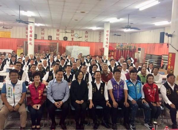 仁壽宮的座談會中,無黨籍和民進黨籍議員出席。(取自王定宇臉書)