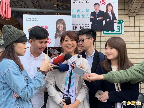 陳思宇今早富大龍市場掃街前受訪。(記者沈佩瑤攝)