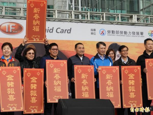 新北市政府勞工局今天(13日)在市民廣場舉辦第9年的「喜『越』迎新春-越南朋友回娘家」活動。(記者賴筱桐攝)