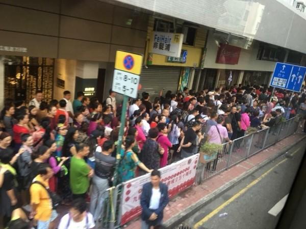 香港民眾要求港府管制中國旅行團數量。(圖擷取自網路)