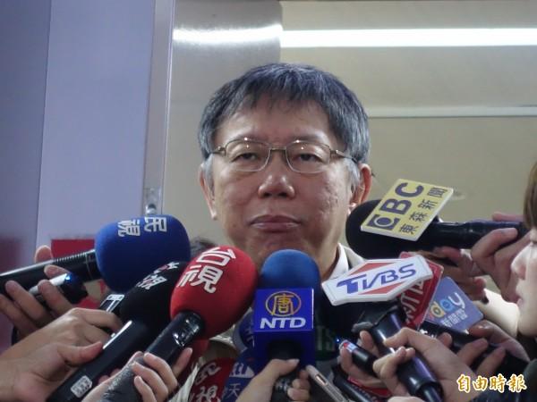 台北市長柯文哲金棗在市長室外受訪。(記者沈佩瑤攝)