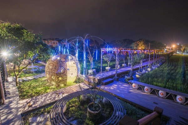 集集鎮鄉土燈會去年首度推出和平田園藝術燈區,今年將展出更多裝置藝術花燈。(集集鎮公所提供)