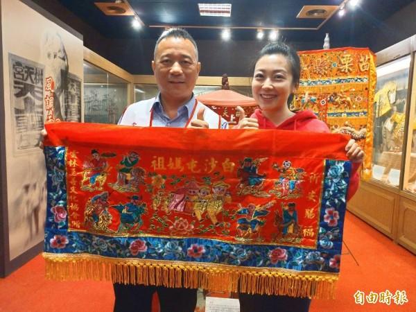 雲林縣至善文化協會推出喜氣洋洋的「白沙屯媽祖八仙彩」。(記者廖淑玲攝)
