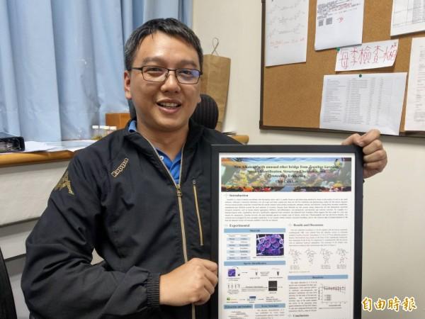 高醫大副教授鄭源斌是國內首度研究海葵中天然物,並分析出具抗癌及抗登革熱病毒的天然物。(記者方志賢攝)