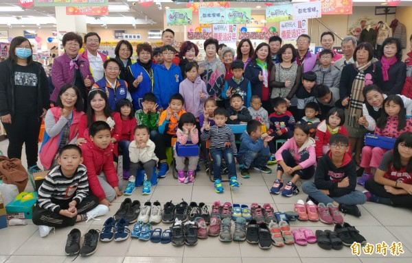 童心鞋力!4年募3200雙新鞋 彰化家扶童歡喜換掉「開口笑」
