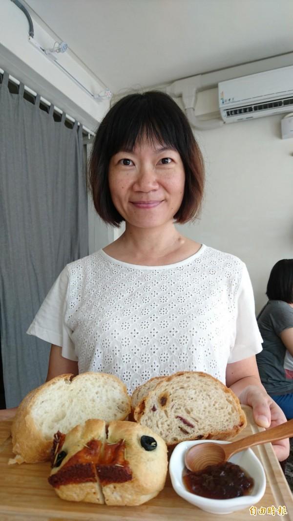 透南風咖啡聚場供應的綜合麵包盤,為蒂頭製作所的手作麵包,果醬則是來自山區部落。(記者劉婉君攝)