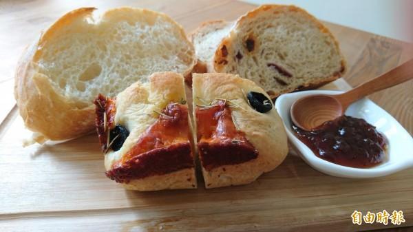 蒂頭綜合麵包盤有3種手作麵包。(記者劉婉君攝)