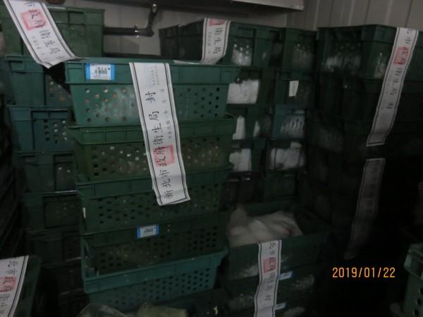 新北市衛生局已經封存相關涉逾期的原料。(新北市衛生局提供)