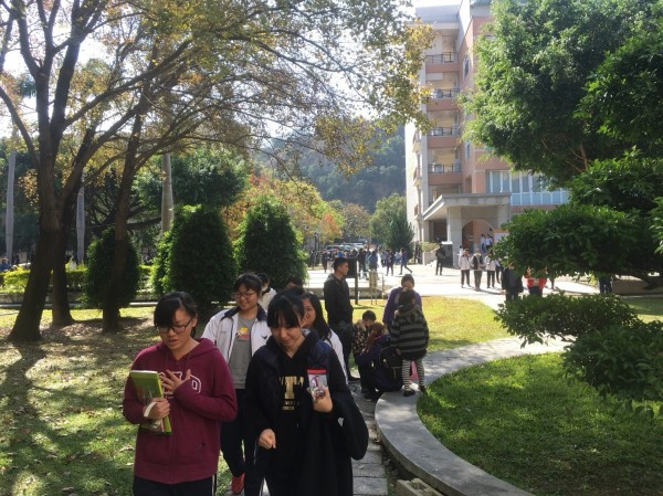 大學學測今天進入第二天,彰化考區有陽光露臉。(彰師大提供)