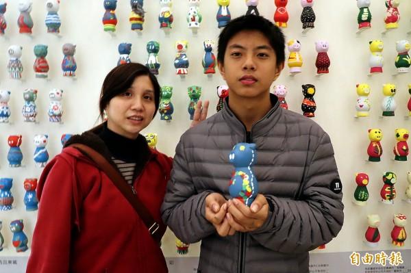 廖母黃爾玲(左)感謝各界協助。(記者黃旭磊攝)