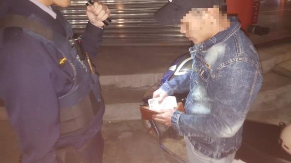 越南籍移工尚姓男子酒後騎車被警方查獲。(記者丁偉杰翻攝)