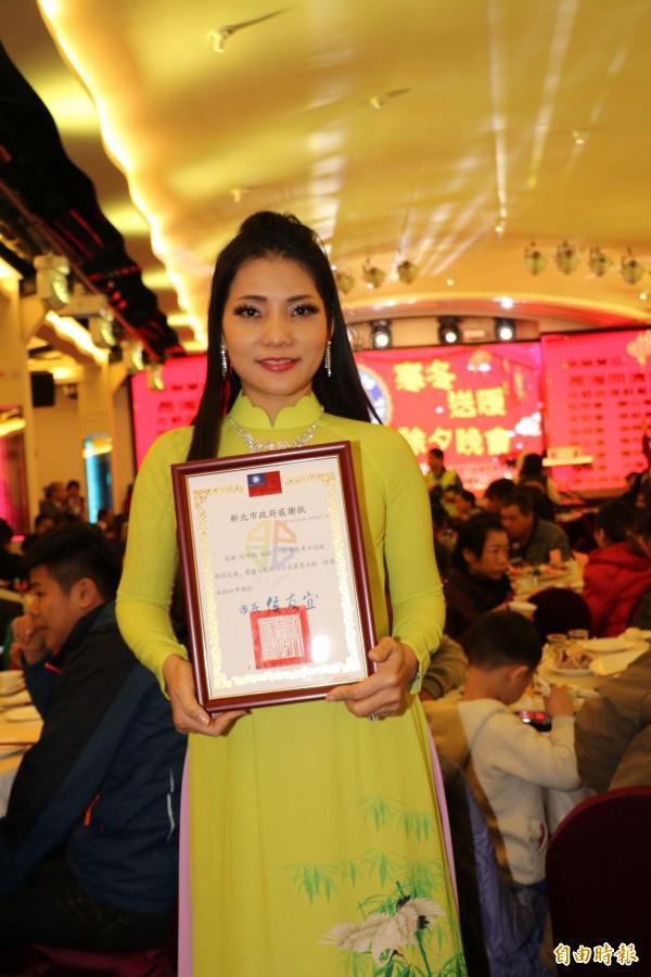 出生於越南的阮明明從小被遺棄菜園,了解貧窮的困難,因此得知活動慷慨捐獻救助弱勢。(記者邱書昱攝)