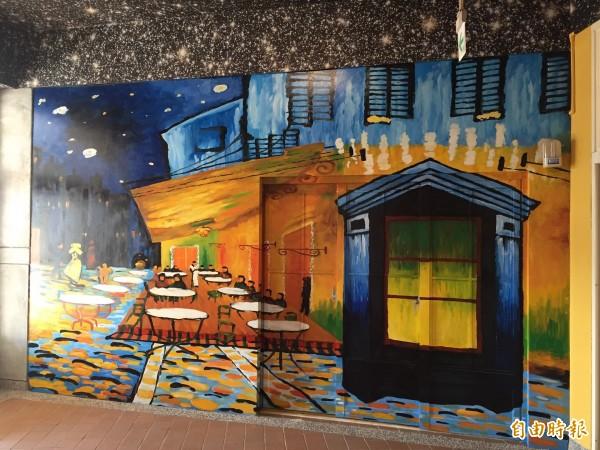 梵谷的知名畫作「星空下的咖啡館」成為藝廊的意象。(記者邱書昱攝)