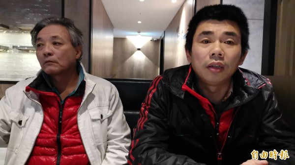 滯留桃園機場已經125天的中國異議人士顔克芬(右)及劉興聯(左),去年12月2日滯留桃園機場65天接受本報記者訪問。(資料照,記者姚介修攝)