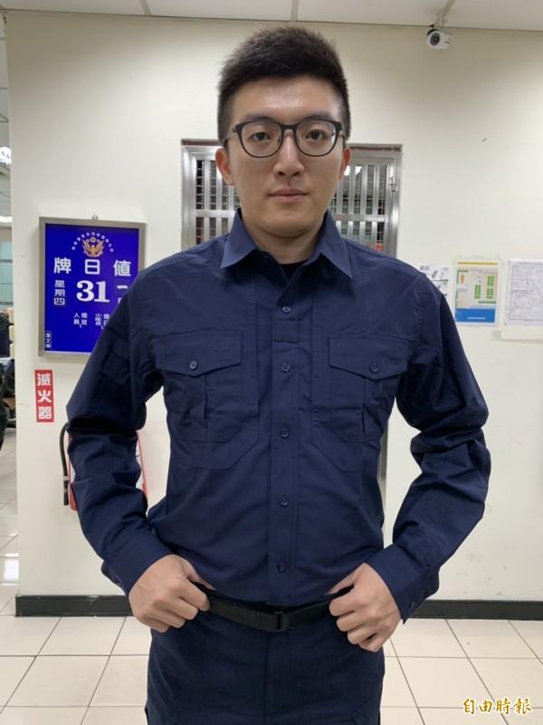 世紀大改版的警察新制服將全面換發,員警迫不及待試穿直呼:「帥氣!」(記者湯世名攝)