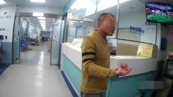 姚男只帶2000元去小吃部,揪朋友暢飲沒錢付,反嗆店家小姐老,被打後還提告傷害。(記者王捷翻攝)
