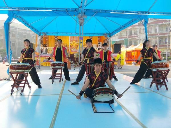 行動佛殿環島祈福法會,今天在鑼鼓聲中揭開序幕。(圖/世界佛教正心會提供)