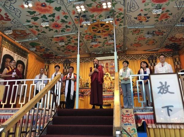 世界佛教正心會「行動佛殿 佛光遍照 環島祈福法會」為國泰民安、為世界和平、為一切眾生光明永昌祈福。(圖/世界佛教正心會提供)