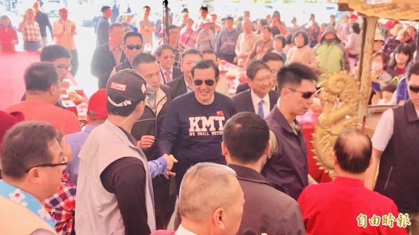 前總統馬英九到義民廟參拜。(記者黃美珠攝)
