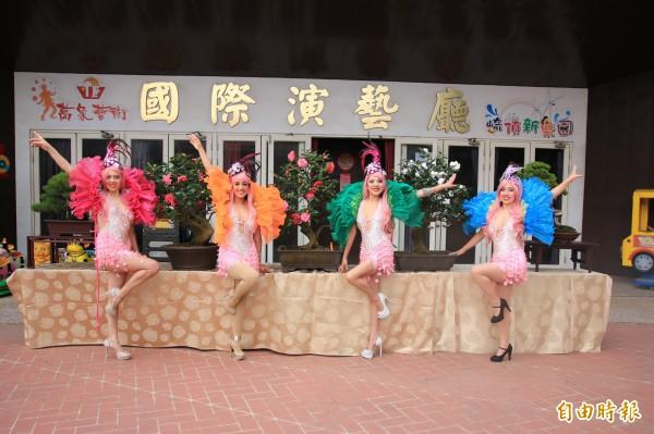 竹南崎頂新樂園新春期間推出俄羅斯馬戲團表演搭上盆景茶花特展。(記者鄭名翔攝)