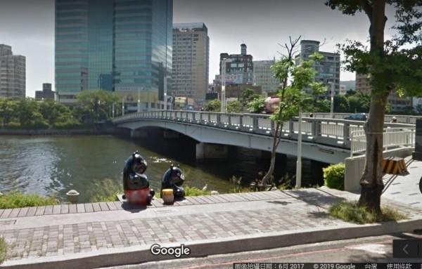 「跳愛河」在高雄向來不是很光彩的事,五福橋附近的水域就在大年初三赫見浮屍。(取自Google地圖)