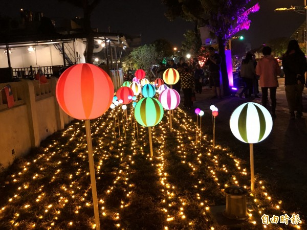 勝利星村燈區。(記者羅欣貞攝)