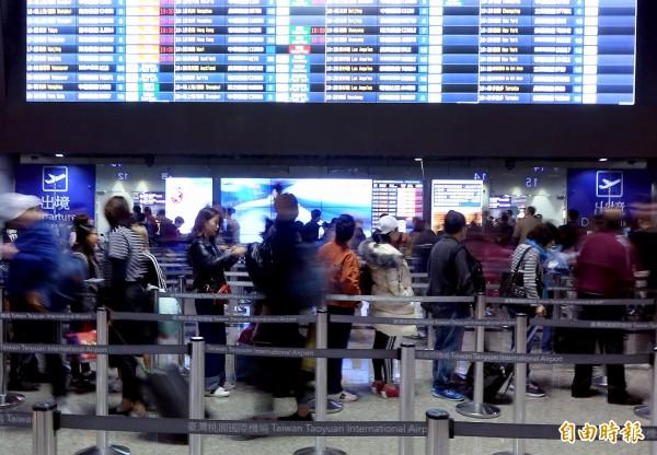 明天為最後一天春節疏運日,桃園機場預估旅運量將接近16萬人次。(記者朱沛雄攝)