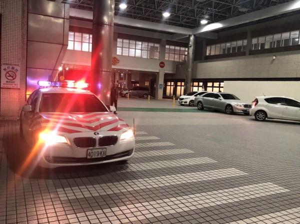 國道紅斑馬暖警開道救援護送就醫,高燒腦麻兒獲救治。(圖由警方提供)