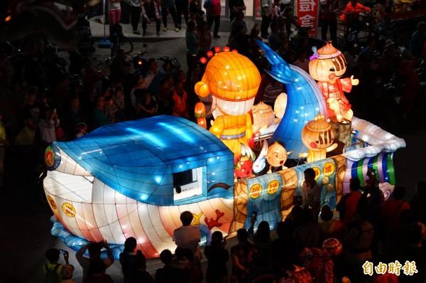 今晚是最後一場台灣燈會花燈車遊車河。(記者陳彥廷攝)