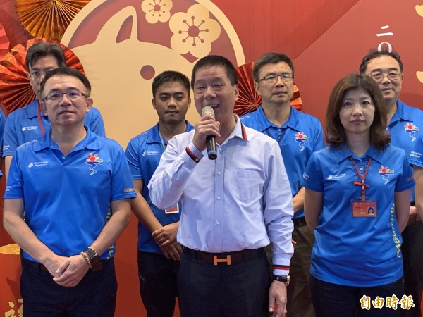 市長張國洲(前排中)表示,不排除參選立委。(記者張存薇攝)