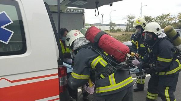 盧姓婦人送醫搶救。(記者鄭名翔翻攝)