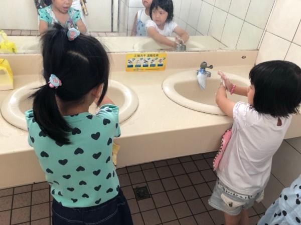 年假、寒假結束,台中市衛生局籲流感高峰未過,勤洗手防流感。(圖由衛生局提供)