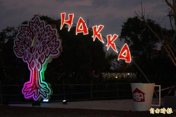 台灣燈會客家「六堆靚靚燈區」今天搶先揭幕。(記者陳彥廷攝)