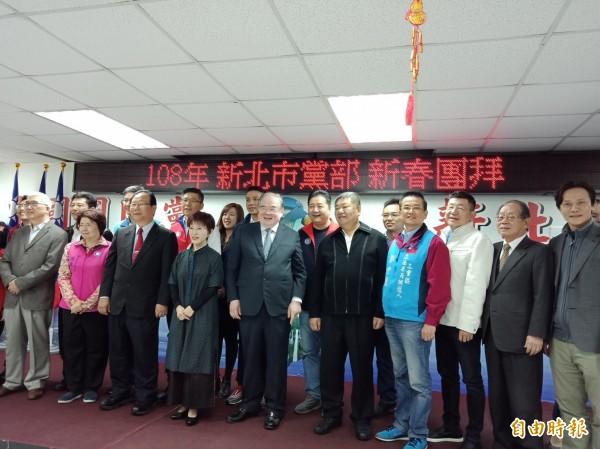 國民黨新北市黨部12日舉行新春團拜。(記者何玉華攝)