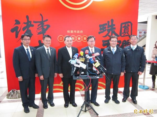 新北市長侯友宜強調,台北市長柯文哲未參加放天燈,是因為另有行程。(記者謝武雄攝)
