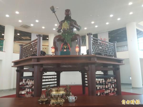 湖口好客文創園區好客樓的神農大帝祈福平安廳,有一尊會變臉的神農氏。(記者廖雪茹攝)