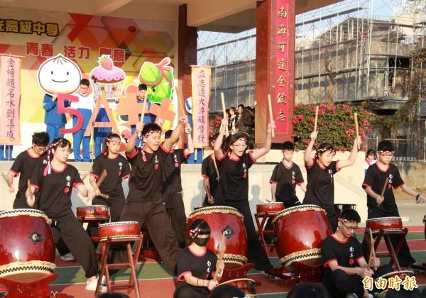 教育會考日期倒數破百,南光高中國三學子今日宣誓振奮士氣。(記者王涵平攝)