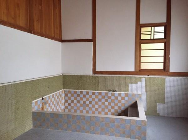 修復完成的台中刑務所浴場浴池。(台中市文資處提供)