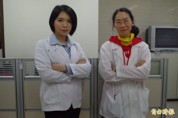 嘉義地檢署現有兩名女法醫楊婉鈴(右)、經嫦(左),讓人眼睛一亮。(記者王善嬿攝)