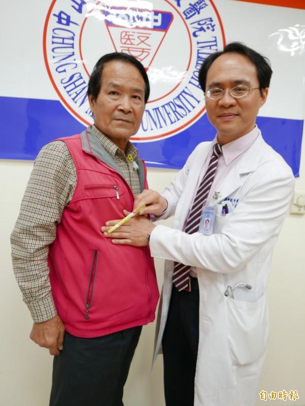 醫師彭正明指胰臟癌患者,有6成腫瘤長在胰臟頭端。(記者蔡淑媛攝)