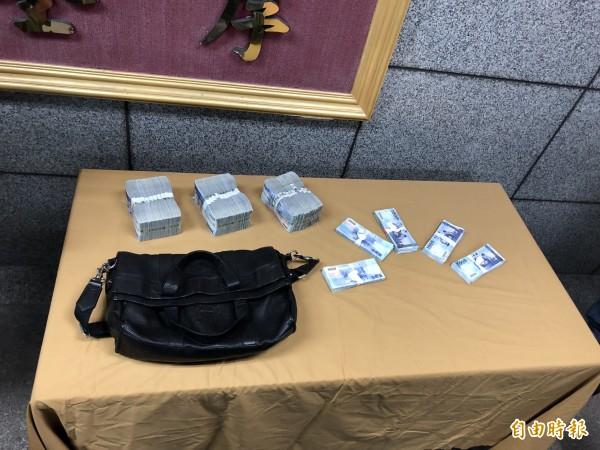 警方找回350萬贓款。(記者王冠仁攝)