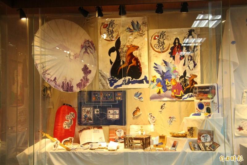 義民高中廣告設計科用「妖說台灣」設計一套有趣的桌遊活動。(記者黃美珠攝)