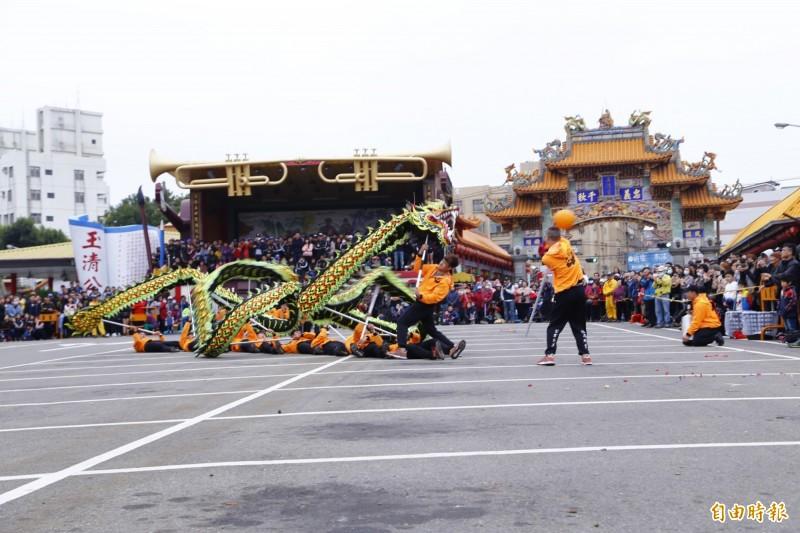 2019苗栗火旁龍舞龍競技,由「福苗龍藝」奪下金質獎。(記者彭健禮攝)