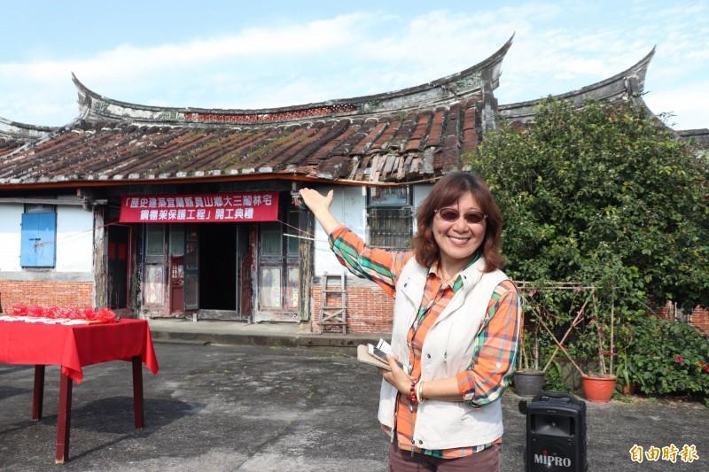 員山林家第8代、現年60歲的林智慧3年前離開台北,退休回到林宅居住,她說,離鄉30年終於回家。(記者林敬倫攝)