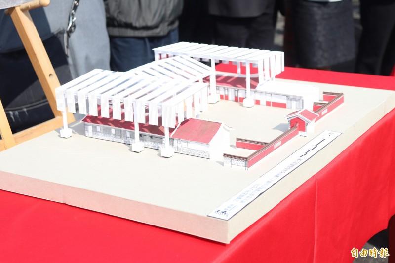 林宅年久失修,屋瓦殘破,縣府計畫修繕,預計先斥資約600萬元加蓋,在林宅外設置保護鋼架。(記者林敬倫攝)