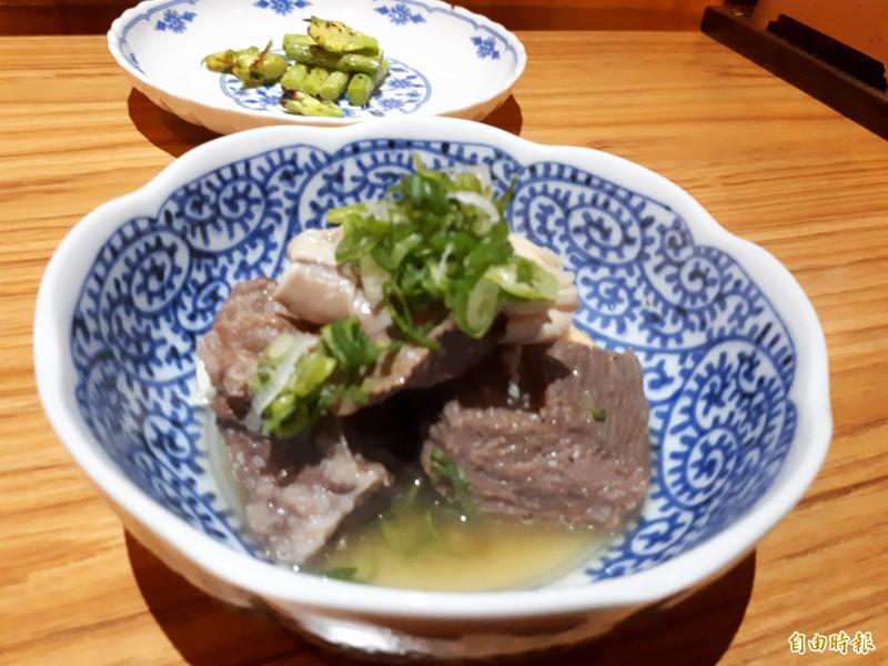 燉牛舌吃起來滑嫩不柴,是老饕級客人會點的料理。(記者洪美秀攝)