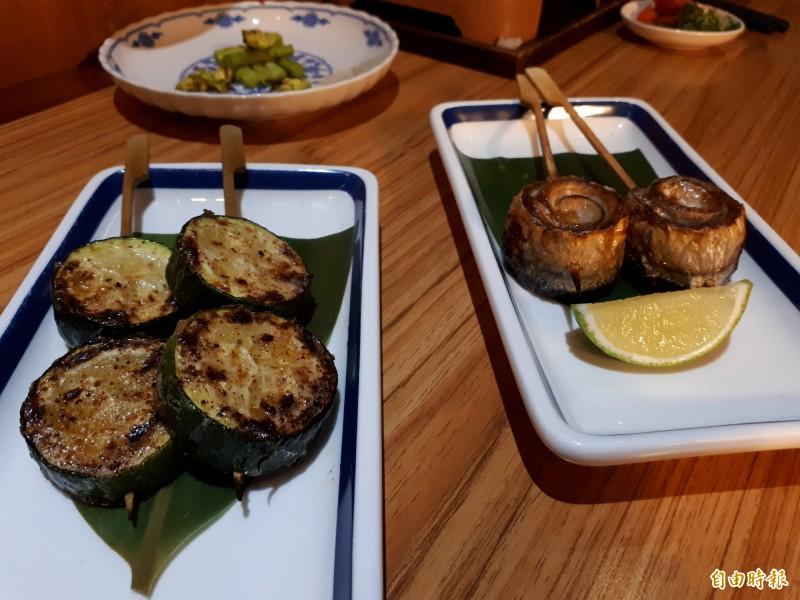 無骨烤秋刀魚卷和奶油櫛瓜,讓人顛覆對秋刀魚和櫛瓜的印象,美味且多汁順口。(記者洪美秀攝)